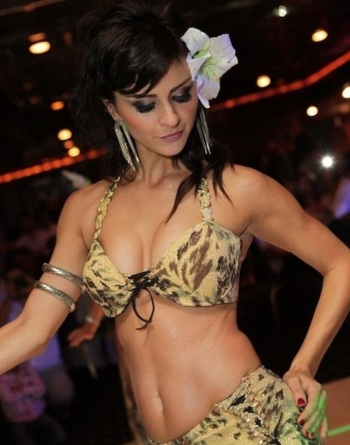 Jayna Manoushe, bellydancer wearing a tiger lilly